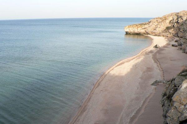 Песочный пляж в Керчи